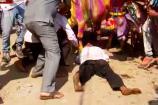 Video: ગાયના પગ નીચે કચડાઈને દાહોદ વાસીઓ કરે છે નવા વર્ષની ઉજવણી