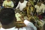 Video: નવસારીમાં ગીતા રબારીના દાયરામાં ડોલરનો થયો વરસાદ