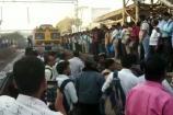 Video: મુંબઈમાં આતંકવાદી હુમલાનો ટ્રેન રોકીને વિરોધ