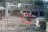 Video: માંગરોળના નાની નરોલી ગામમાં જમીનની બાબતે જાહેર રસ્તા પર તલવાર સાથે આતંક