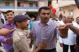 જૂનાગઢ: સ્વામિનારાયણ મંદિરની ચૂંટણી બાદ પોલીસનો મીડિયા કર્મી પર હુમલો