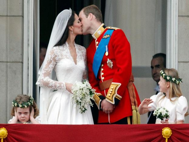 સેન્ટ્રલ લંડનમાં જ્યારે બ્રિટનના પ્રિન્સ વિલિયમે તેમની પત્ની લગ્ન પછી કરી કિસ