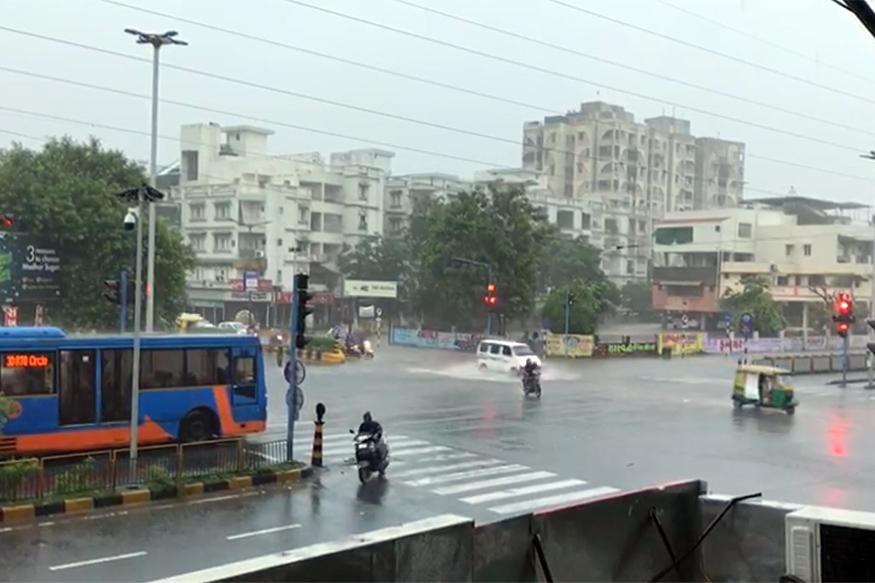 અમદાવાદમાં વરસાદની જોરદાર બેટિંગ, ઠેર ઠેર પાણી ભરાયા, 9 વાગ્ય સુધી સરેરાશ 2 ઇંચ વરસાદ