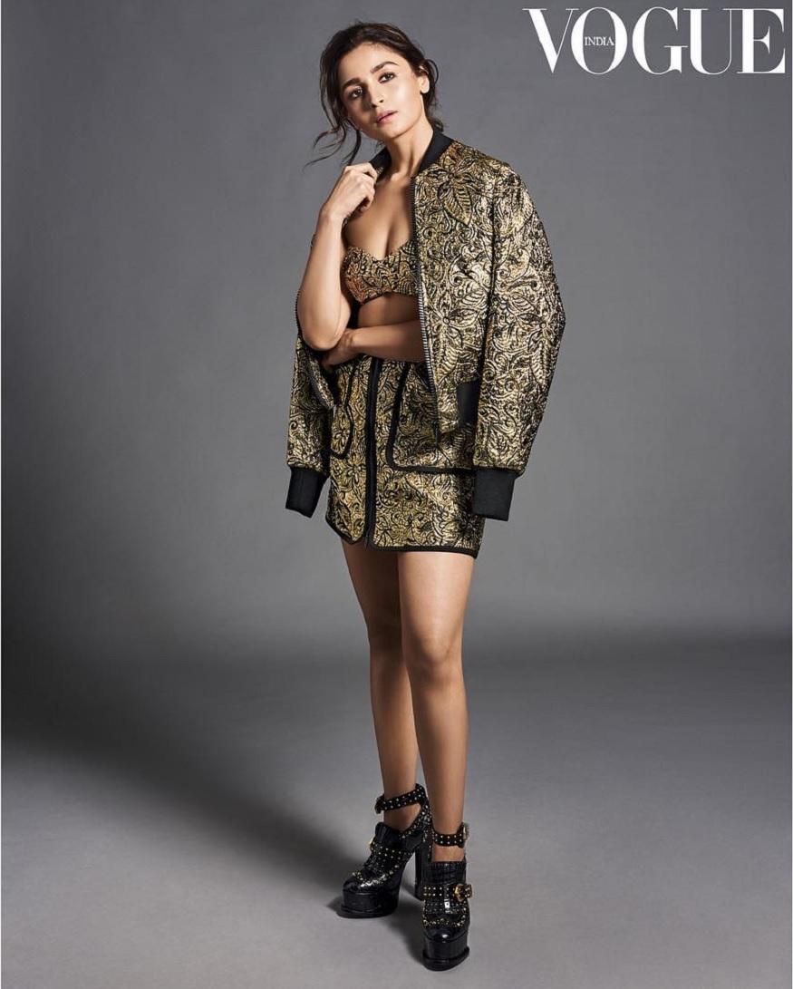 આલિયા ભટ્ટ વોગ ઇન્ડિયાનાં લેટેસ્ટ ફોટોશૂટમાં તે ખુબજ ગ્લેમરસ લાગે છે