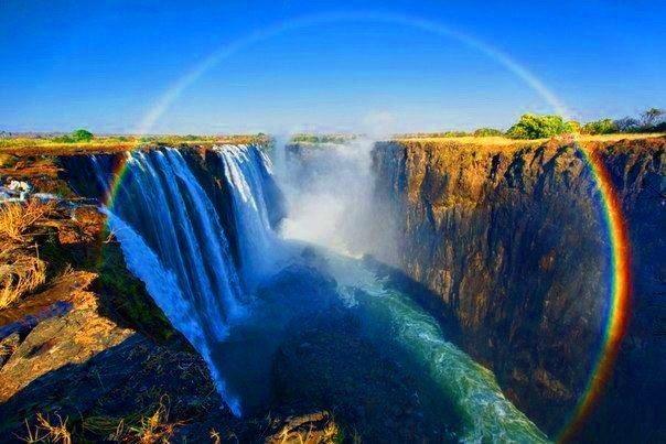 3.) પૃથ્વી પર સૌથી વધુ મેધધનુષ્ય અમેરિકાનાં હવાઈ રાજ્યમાં જોવા મળે છે. આને કારણે તેને 'ધ રેઈન્બો સ્ટેટ' પણ કહેવામાં આવે છે. આ જ રીતે દક્ષિણ આફ્રિકાને 'રેઈન્બો નેશન' કહેવામાં આવે છે.