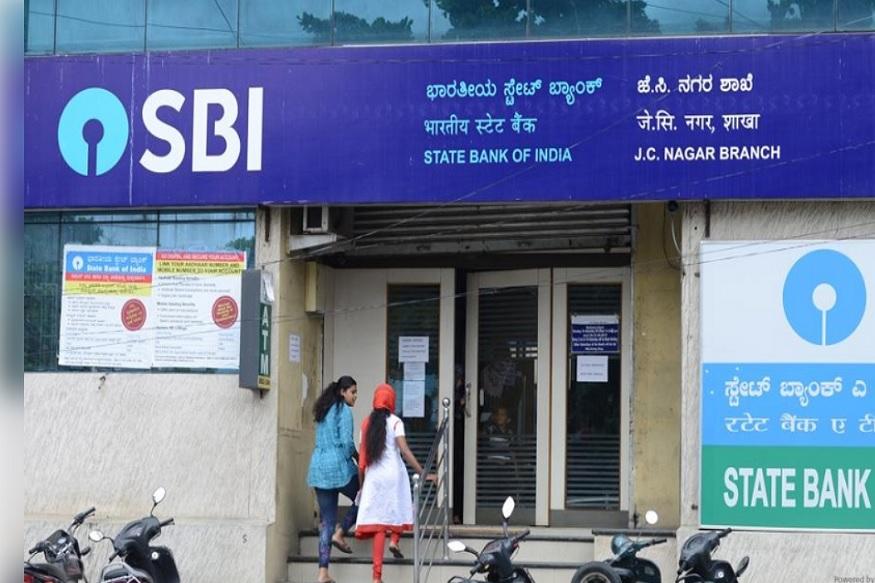 દેશની સૌથી મોટી જાહેર ક્ષેત્રની બેંક સ્ટેટ બેન્ક ઓફ ઇન્ડિયા (SBI)એ તેમના ગ્રાહકો માટે એક ખાસ એસએમએસ મોકલી રહી છે. બેંકે મેસેજમાં એટીએમ કાર્ડ વિશે માહિતી આપી છે. જો કોઇ ગ્રાહક 28 નવેમ્બર સુધી નહીં બદલે તો તેમનું એટીએમ કાર્ડ બ્લોક કરવામાં આવશે.