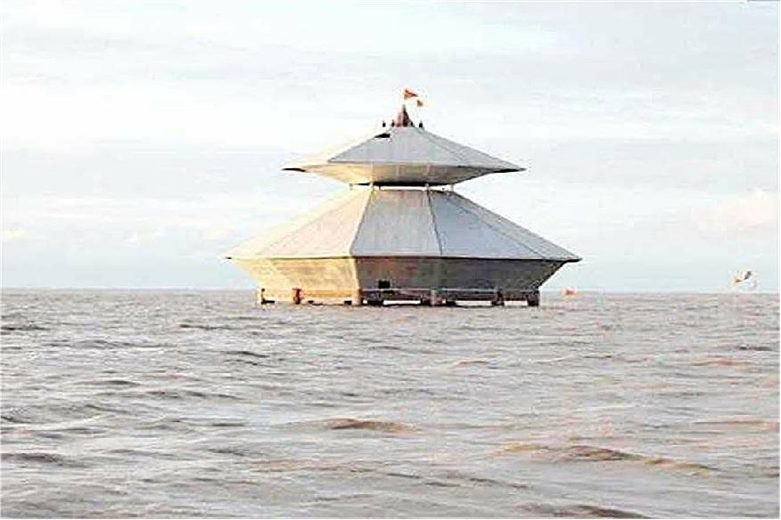 સ્તંભેશ્વર મહાદેવ મંદિર- આ મંદિર દિવસમાં 2 વખત સમુદ્રમાં ડૂબી સ્વયં જલાભિષેક કરે છે