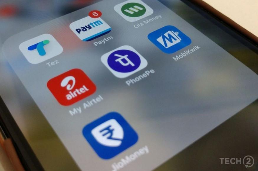 જો તમે Paytm, PhonePe કે Mobikwik જેવા મોબાઇલ વોલેટનો ઉપયોગ કરો છો તો આપના માટે આરબીઆઈની આ નવી ગાઇડલાઇન્સને જાણવી જરૂરી છે. આરબીઆઈએ લોકોને બેન્કિંગ ફ્રોડથી બચવા માટે આ નવા નિયમ બનાવ્યા છે. નવા નિયમો મુજબ યૂઝર્સને કોઈ પણ ફ્રોડ કે અનધિકૃત લેવડ-દેવડથી બચાવી શકાશે. આરબીઆઈએ કહ્યું છે કે મોબાઇલ વોલેટ યૂઝર્સને ક્રેડિટ કે ડેબિટ કાર્ડ યૂઝર્સની જેમ જ સુરક્ષા પૂરી પાડવામાં આવશે. આવો અમે આપને જણાવીએ છીએ આરબીઆઈ દ્વારા જાહેર કરવામાં આ ખાસ નિયમો વિશે..