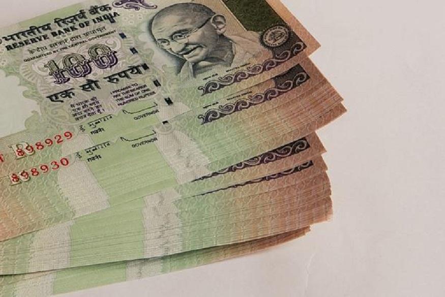 ઉદાહરણ - માની લો કે તમે ભારતીય સ્ટેટ બેન્ક (એસબીઆઈ)માં કોઈ સ્કિમમાં રોકાણ કર્યું છે અને તે રોકાણમાં વાર્ષીક 7 ટકા વ્યાજ મળે છે. એવામાં તમને રૂલ્સ 72 હેઠળ 72ને તમારા વ્યાજ એટલે કે 7થી ભાગી દો. 72/7 = 10.28 વર્ષ, એટલે કે આ સ્કીમમાં તમારા પૈસા 10.28 વર્ષમાં ડબલ થઈ જશે.