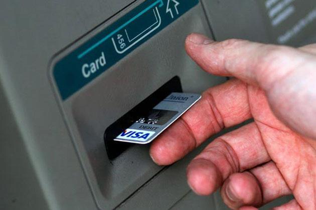 આવું થાય તો ગ્રાહકે તરત બેંક બ્રાંચમાં સંપર્ક કરીને ફરિયાદ કરવી જોઇએ.