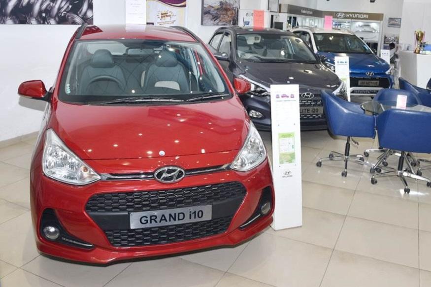 ભારતમાં કાર અને એસયુવી બજાર થોડુ નીચે આવ્યું છે. આ દરમિયાન અનેક મોટી કંપનીઓ તેમની કાર પર ડિસ્કાઉન્ટ ઓફર કરે છે. હ્યુન્ડાઇની કેટલીક કાર વિશેની યાદી જાણો જેના પણ ડિસ્કાઉન્ટ મળી રહ્યું છે.