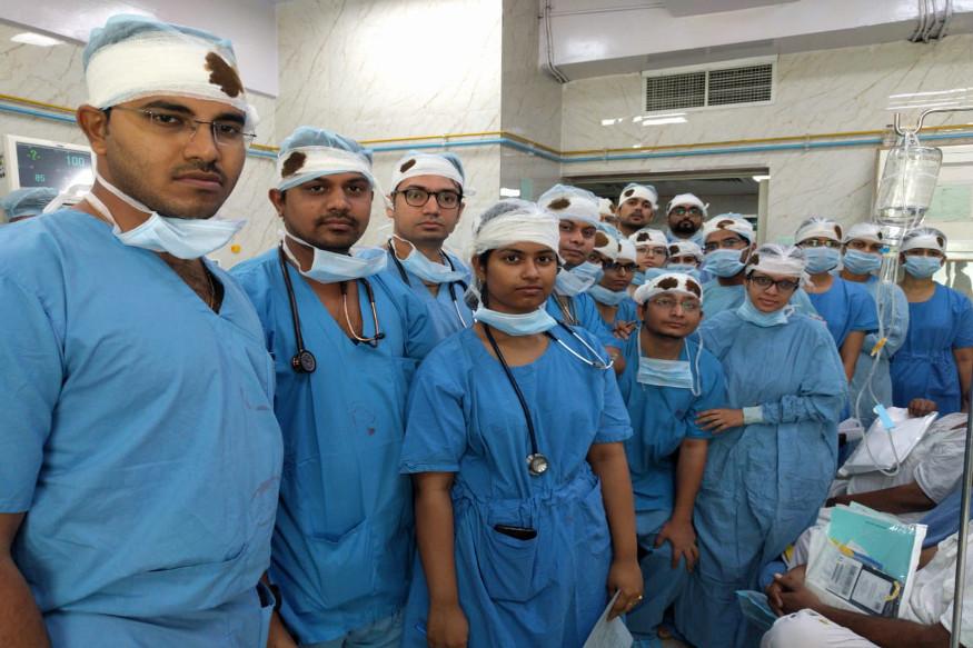 બંગાળના ડોક્ટરના સમર્થનમાં દિલ્હીની સાથે સાથે મુંબઈ, પંજાબ, કેરળ, રાજસ્થાન, બિહાર, મધ્ય પ્રદેશના ડોક્ટરોએ કામ કરવાનો ઇન્કાર કરી દીધો હતો. અહીંની હોસ્પિટલોમાં ઓપીડી બંધ થવાને કારણે દર્દીઓની હાલત ખૂબ ખરાબ છે.