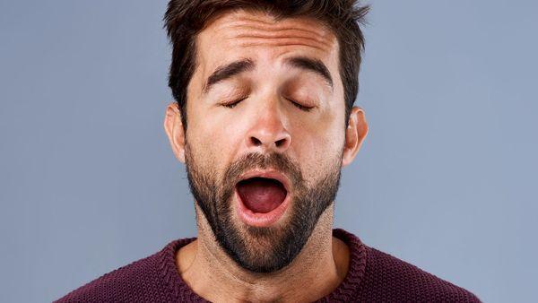 ડાયબીટિસમાં હાઇપોગ્લાઇસિસીમિયાની શરૂઆતના સંકેત - વધુ બગાસા આવવા ડાયબીટિસમાં હાઇપોગ્લાઇસિસીમિયાની શરૂઆતના સંકેત હોય છે. જ્યારે શરીરમાં બ્લડ ગ્લુકોઝનું સ્તર ઓછું થાય છે ત્યારે બગાસાની શરૂઆત થાય છે. આવા કિસ્સામાં તમે ડાયબીટીસના પેશન્ટ છો અને તમને બગાસા આવી રહ્યા છે, તો હે ડૉક્ટરની સલાહ લેવી જ જોઇએ.