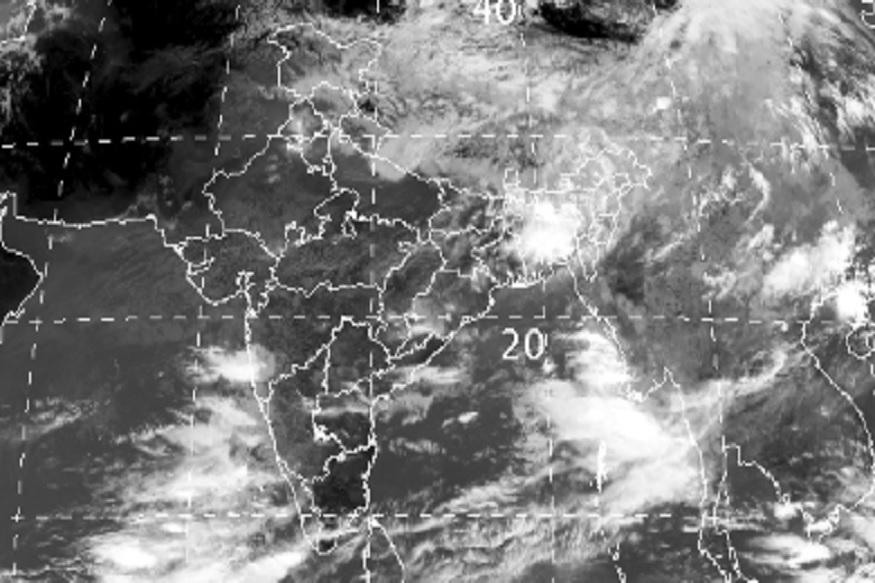 ગુજરાતમાં વરસાદે દેધનાધન કર્યા બાદ બ્રેક લીધો છે. ગુજરાતના લોકોને સારા વરસાદની હજી પણ રાહ જોવી પડશે. સારા વરસાદ માટે વરસાદી સિસ્ટમ સક્રિય ન થઇ હોવાનું હવામાન વિભાગ જણાવી રહ્યું છે. જોકે, દક્ષિણ તરફથી આવતા પવનને કારણે વાદળ છાયું વાતાવરણ રહેશે. સાથે સાથે સૌરાષ્ટ્ર અને દક્ષિણ ગુજરાતમાં સામાન્ય વરસાદી ઝાપટાં પડવાની શક્યા સેવાઇ છે. (વિભુ પટેલ, અમદાવાદ)