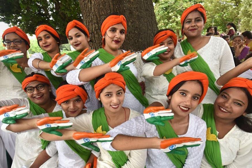 દેશભરમાં સ્વતંત્રતા દિવસની ઉજવણીની શરૂઆત થઇ ચૂકી છે અને લોકો દેશભક્તિનાં રંગે રંગાઇ રહ્યાં છે.
