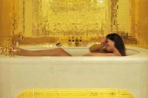 આ કંપનીએ બનાવ્યું સોનાનું બાથટબ, એક કલાક ન્હાવાના માત્ર...
