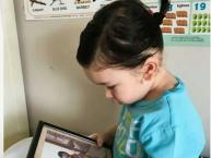 સોશિયલ મીડિયાનાં સૌથી ફેવરેટ બાળક તૈમૂર અલી ખાન હાલમાં ઇન્ટરનેટ પર છવાયેલો છે. હાલમાં તેની એક તસવીર વાઇરલ થઇ છે જેમાં તેનો નવો લૂક સામે આવ્યો છે આ લૂકમાં તે ચોટલી બાંધેલો નજર આવે છે.