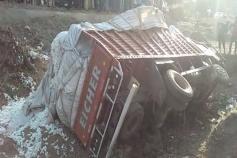 વડોદરાઃ શિનોરના માલપુર પાસે ટ્રક પલટી,2નાં મોત, 5ને ઇજા