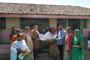 ગરીબ મહિલાઓને રસોડાનાં ધૂમાડાથી મુક્ત કરવા આ એન્જિનિયરે બનાવ્યું Rs 100નું સૂર્યકૂકર