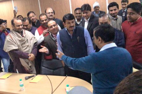 'બેસીને ચા તો પી લો,'...કેજરીવાલે હાથ જોડીને BJP સાંસદોને કરી વિનંતી