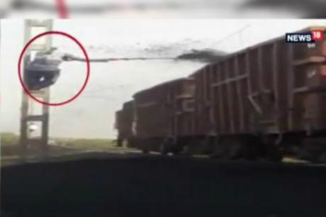 ચાલુ ટ્રેનમાંથી કોલસો ગાયબ કરવાનો કિમિયો, સામે આવ્યો VIDEO!