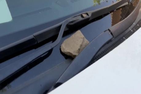 તાપી: રેલી દરમિયાન કોંગ્રેસના ધારાસભ્યની ગાડી પર પથ્થરમારો