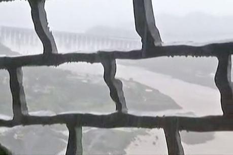 135 મીટરની ઊંચાઈ પર સરદાર પટેલની છાતીમાંથી જુઓ નર્મદા ડેમનો નજારો