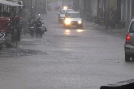 રાજકોટમાં બપોર સુધીમાં 6 ઇંચ વરસાદ, સુરેન્દ્રનગરનું ગામ સંપર્ક વિહોણુ