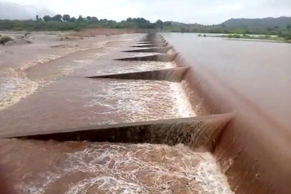 ઉપરવાસમાં વરસાદના કારણે બનાસ નદી બે કાંઠે, અમીરગઢના 13 ગામો એલર્ટ પર