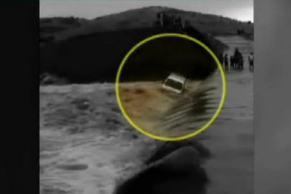 Live Video: મધ્યપ્રદેશમાં ભારે વરસાદથી જાબુઆ નદીમાં તણાઇ કાર